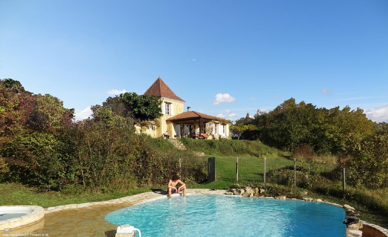 Vakantiehuis: Vakantievilla met privé zwembad, rust, ruimte, absolute privacy en een fantastisch uitzicht. te huur voor uw vakantie in Dordogne (Frankrijk)