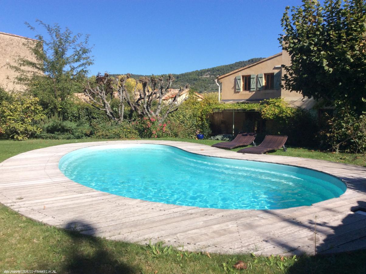 Vakantiehuis: Aan rand van dorp rustig gelegen, vrijstaande, uitstekend  uitgeruste  woning met vrij uitzicht over wijngaard met  winkels op loopafstand te huur voor uw vakantie in Drome (Frankrijk)