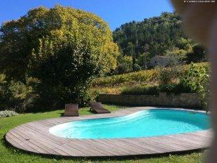 Uitzicht vanaf terras bij zwembad