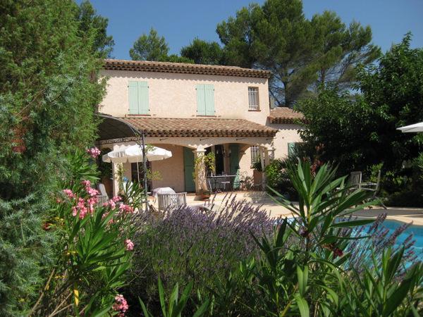 Vakantiehuis: Zeer verzorgd comfortabel vakantiehuis op mooie plek met privézwembad voor 8 personen in hartje Provence! te huur voor uw vakantie in Var (Frankrijk)