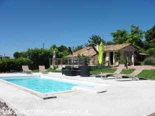 Vakantiehuis: Gite with pool for 4 persons  in the Charente Maritime