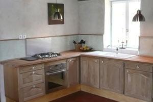 De open keuken De keukenhoek in de Franse woon- eetkeuken.
