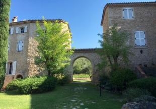 Vakantiehuis: Comfortabel appartement voor 4 personen in de Provence in kasteel met gemeenschappelijk zwembad en tennisbaan