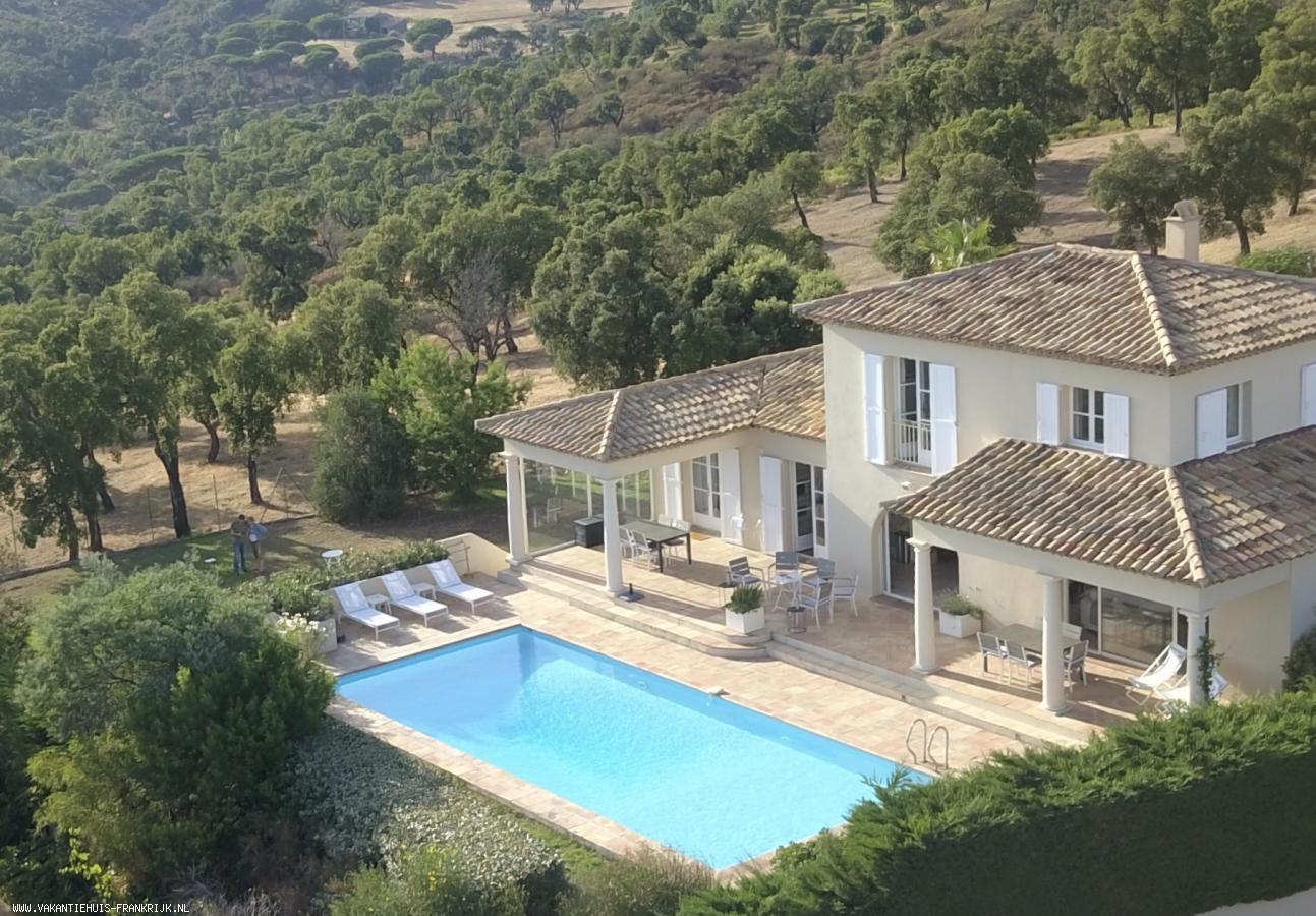 Vakantiehuis: Ruim vrijstaand huis met zeezicht, verwarmd privé zwembad 12x5, vlakke tuin grenzend aan natuurgebied en doodlopende weg, nabij 18-holes golfterrein te huur voor uw vakantie in Var (Frankrijk)