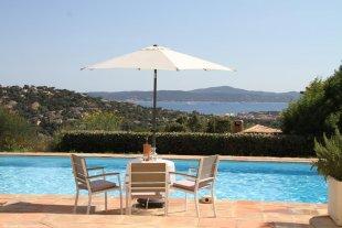 Zwembad met uitzicht op Golf van St Tropez