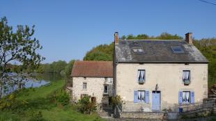 Te huur: grote vakantiewoning aan een meer in de Creuse, midden in de natuur! Maximaal 12 personen, zeer geschikt voor familie- en groepsvakanties.