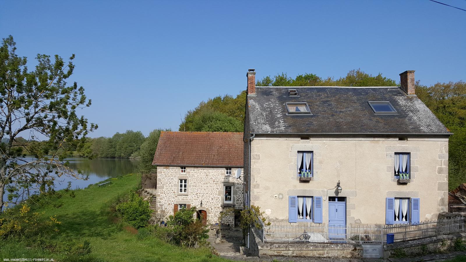 Vakantiehuis: Te huur: grote vakantiewoning aan een meer in de Creuse, midden in de natuur! Maximaal 12 personen, zeer geschikt voor familie- en groepsvakanties. te huur voor uw vakantie in Creuse (Frankrijk)