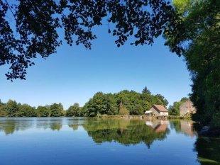 Het meer Het meer bij het huis en molen