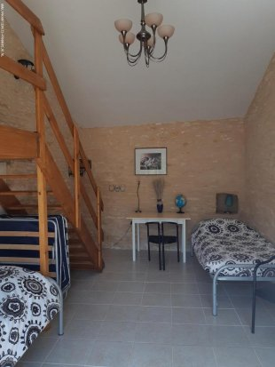 Slaapkamer met losse bedden De bedden kunnen verschoven worden als 2 persoonsbed en een logeerbed bij gezet worden.