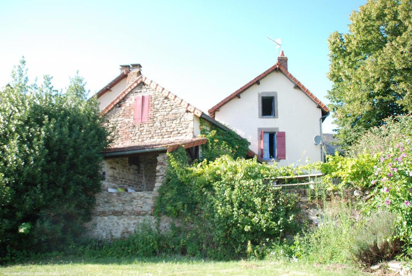 Vakantiehuis: Heerlijk vrijstaand zomerhuis met alle privacy en rust maar toch in de bewoonde wereld te huur voor uw vakantie in Saone et Loire (Frankrijk)