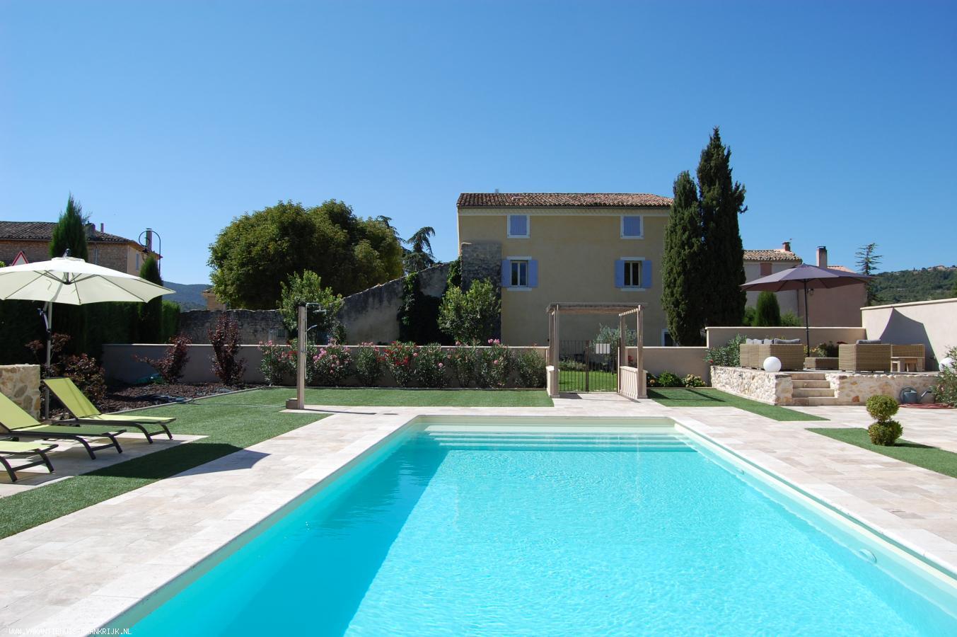 Vakantiehuis: Grote historische familiewoning aan de zuidkant van de Mont Ventoux met privé zwembad. te huur voor uw vakantie in Vaucluse (Frankrijk)