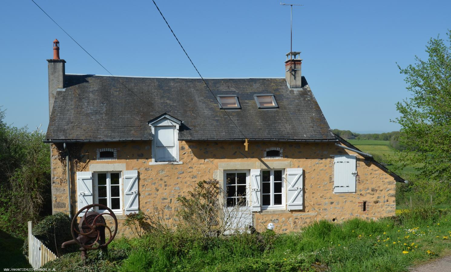 Vakantiehuis: Le Coquelicot in de Morvan met een prachtig uitzicht en waar u en uw honden welkom zijn, de tuin is omheind. te huur voor uw vakantie in Nievre (Frankrijk)