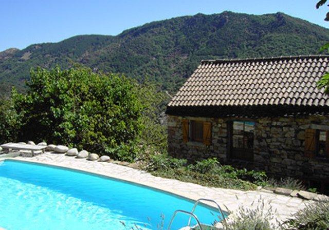 Vakantiehuis: Geniet van de stilte, de natuur en het uitzicht in ons romantische huisje met alle comfort en zwembad te huur voor uw vakantie in Ardeche (Frankrijk)