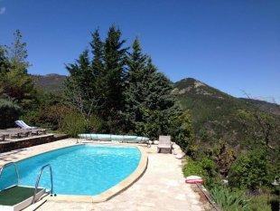 Zwembad en uitzicht Zwembad en uitzicht