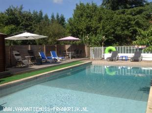 Vakantiehuis: Holiday rental in SW France for 6 persons with private heated pool.