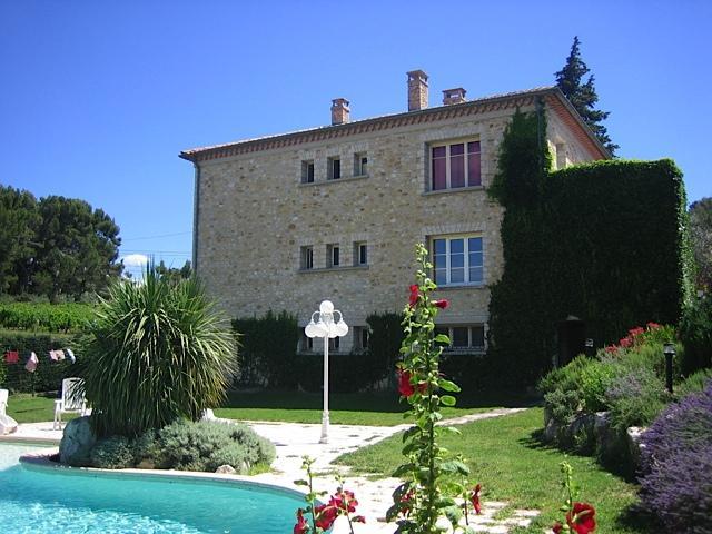 Vakantiehuis: Provence, Rustig gelegen tussen de wijngaarden villa met zwembad. Huisdieren welkom te huur voor uw vakantie in Vaucluse (Frankrijk)