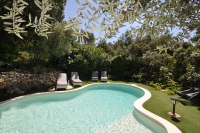 Vakantiehuis: comfortabel vakantiehuis met privézwembad in hartje Provence bij gezellig plaatsje Cotignac te huur voor uw vakantie in Var (Frankrijk)