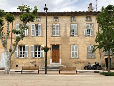 Vakantiehuis: Karakteristiek herenhuis in Provencaals dorpje met privézwembad geschikt voor 12 personen te huur voor uw vakantie in Var (Frankrijk)