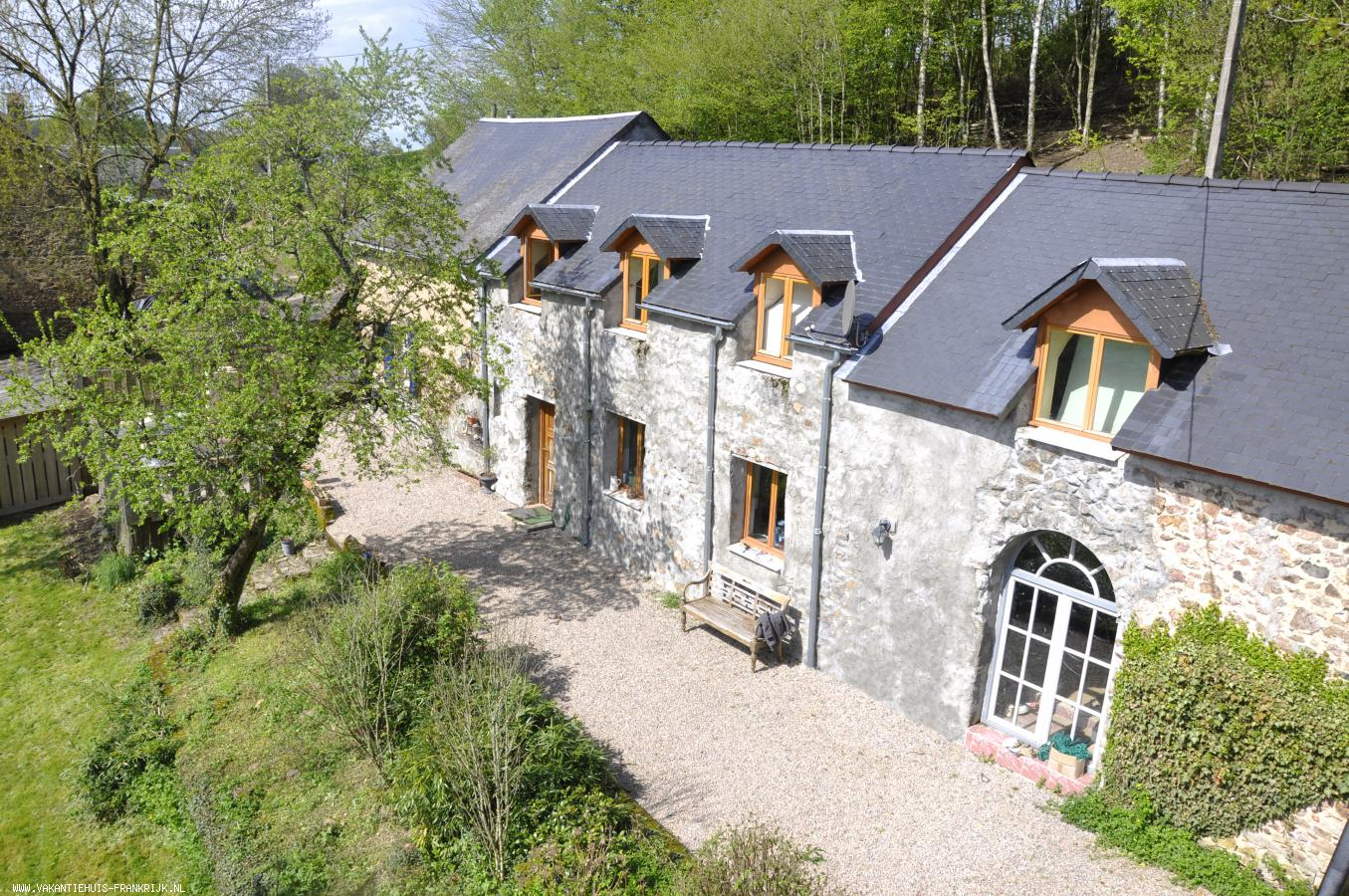 Vakantiehuis: Een groot romantisch en authentiek vakantiehuis in de Morvan te huur voor uw vakantie in Nievre (Frankrijk)