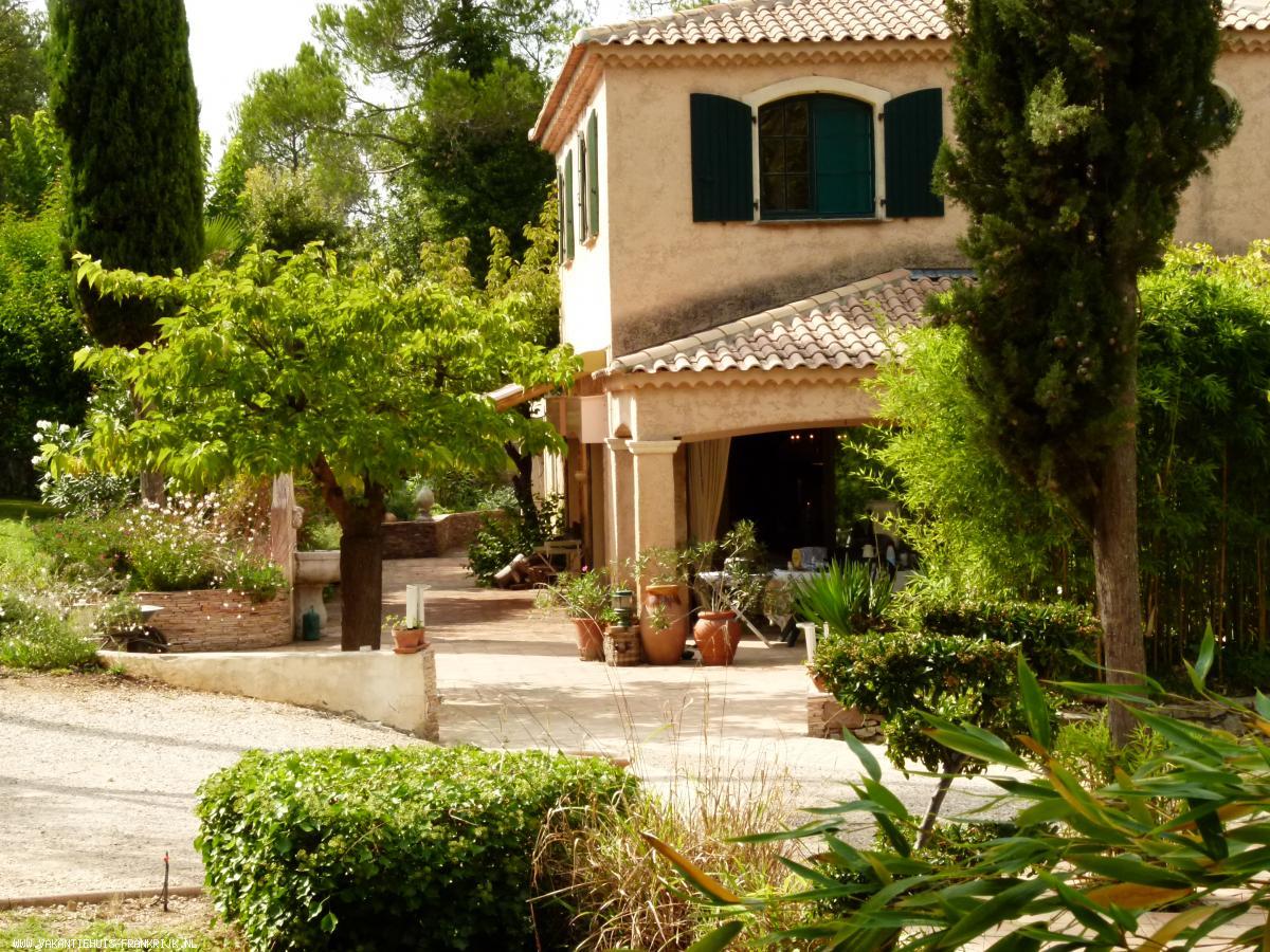 Vakantiehuis: Le Grand Paradis, sfeervol ingerichte villa met verwarmd zwembad te huur voor uw vakantie in Var (Frankrijk)
