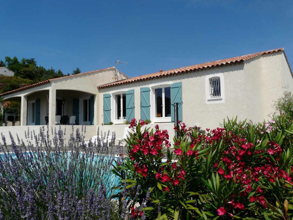 Vakantiehuis: Zeer goed verzorgde, mooi ingerichte villa voor 6 personen met privé zwembad en schitterend uitzicht te huur voor uw vakantie in Herault (Frankrijk)