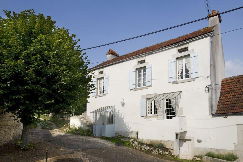 Vakantiehuis: Romantisch, sfeervol, vrijstaand huis met omsloten tuin in de Bourgogne, het historisch hart van Frankrijk te huur voor uw vakantie in Yonne (Frankrijk)