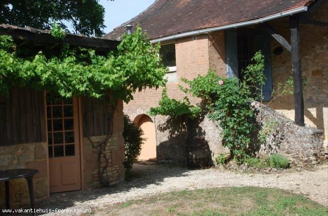 Vakantiehuis: Le Chardonneret. Een authentiek vakantiehuis, verw. zwembad. Rustige ligging, privé tuin, dicht bij bezienswaardigheden, nabij golf Geen extra kosten! te huur voor uw vakantie in Dordogne (Frankrijk)
