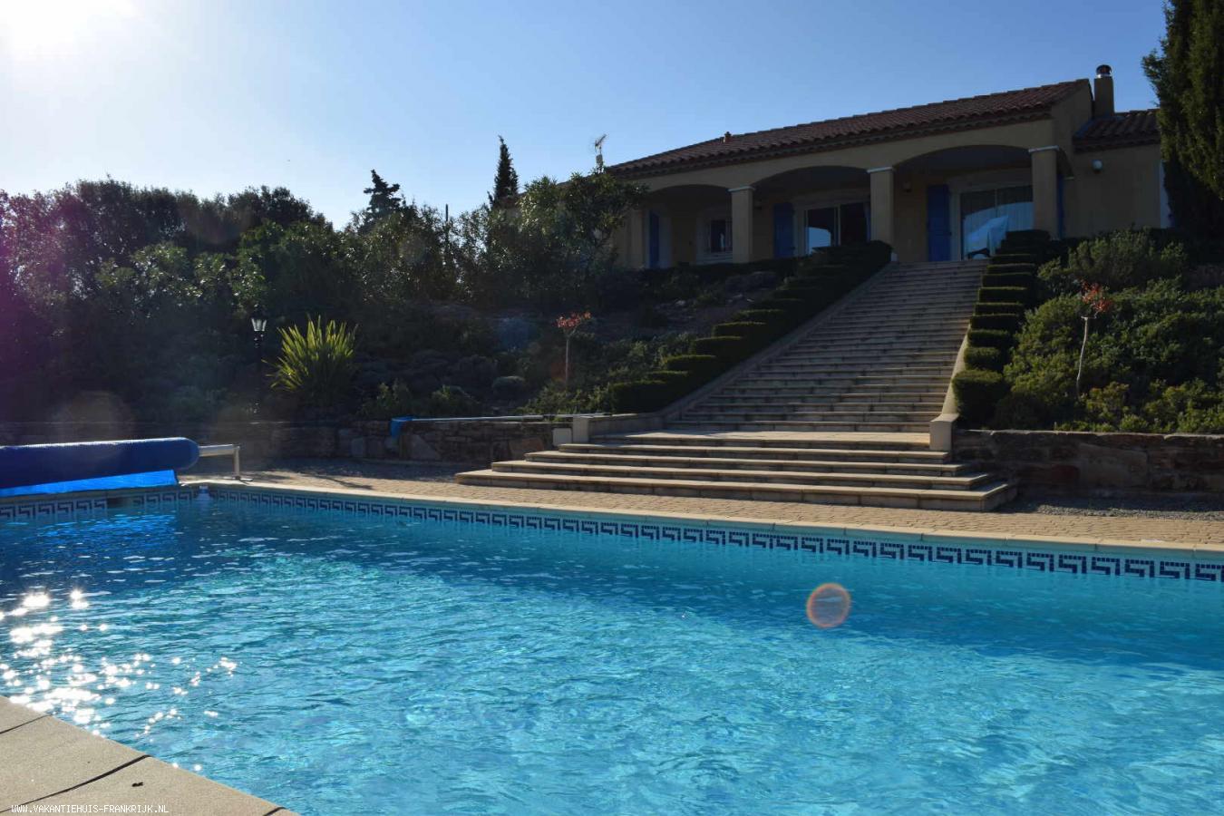 Vakantiehuis: geweldige, mooi verzorgde villa met privacy, prachtig uitzicht en groot, verwarmd zwembad te huur voor uw vakantie in Herault (Frankrijk)