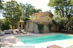 Vakantiehuis: Bastide Charlotte is een luxueuze villa voor 6 personen met een schitterend verwarmd privézwembad en een prachtig uitzicht over de vallei en Lorgues