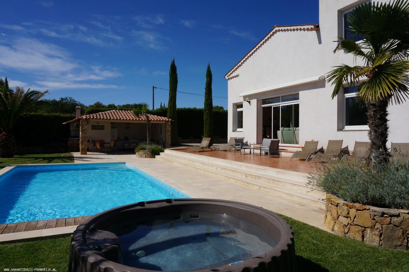 Vakantiehuis: Villa Diablotins is een prachtige 10-persoonsvilla met verwarmd zwembad en jacuzzi gelegen in een rustige wijk vlakbij het centrum van Lorgues. te huur voor uw vakantie in Var (Frankrijk)