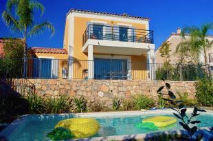 Vakantiehuis Cote d'Azur: Villa Ananas is een prachtige villa voor maximaal 6 personen met een weids uitzicht en verwarmd privézwembad.