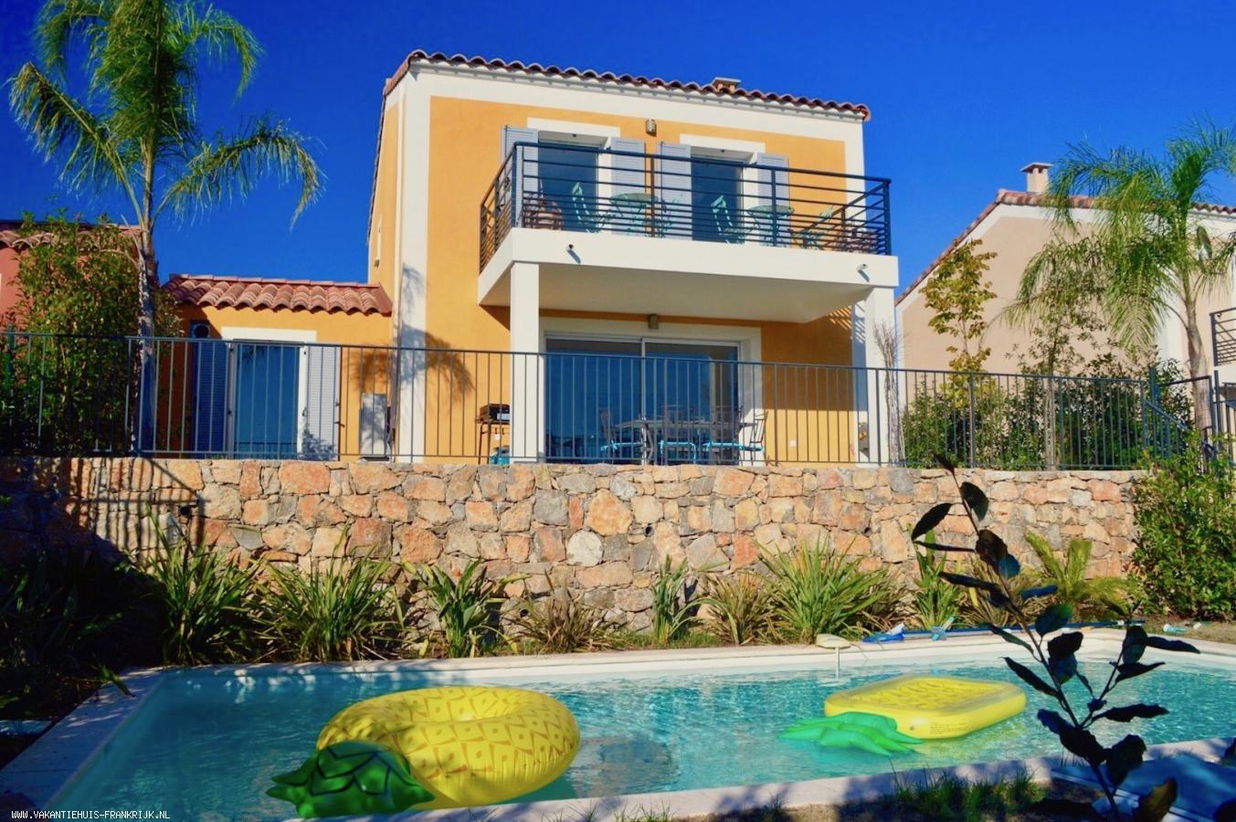 Vakantiehuis: Villa Ananas is een prachtige villa voor maximaal 6 personen met een weids uitzicht en verwarmd privézwembad. te huur voor uw vakantie in Alpen Maritimes (Frankrijk)