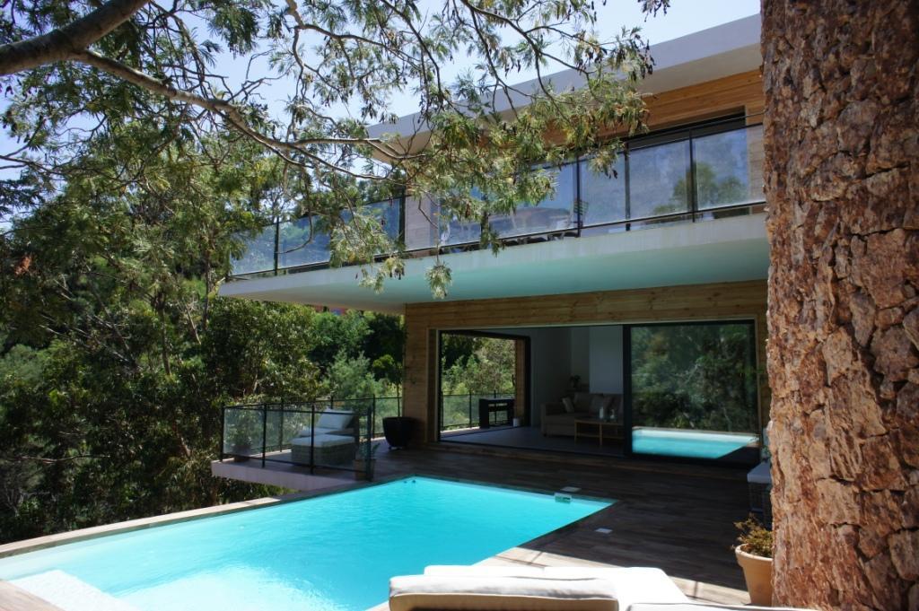 Vakantiehuis: Villa La vue de Trayas is een schitterende, moderne villa voor 6 personen met privé zwembad en zeezicht! te huur voor uw vakantie in Alpen Maritimes (Frankrijk)