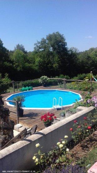 Het zwembad met hangmat en prachtig uitzicht.