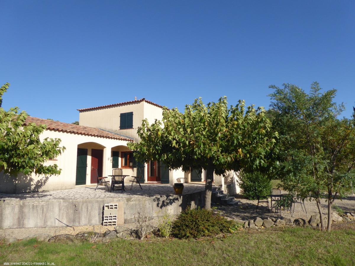 Vakantiehuis: Ruime vrijstaande woning met diverse terrassen, zwembad en grote tuin te huur voor uw vakantie in Herault (Frankrijk)