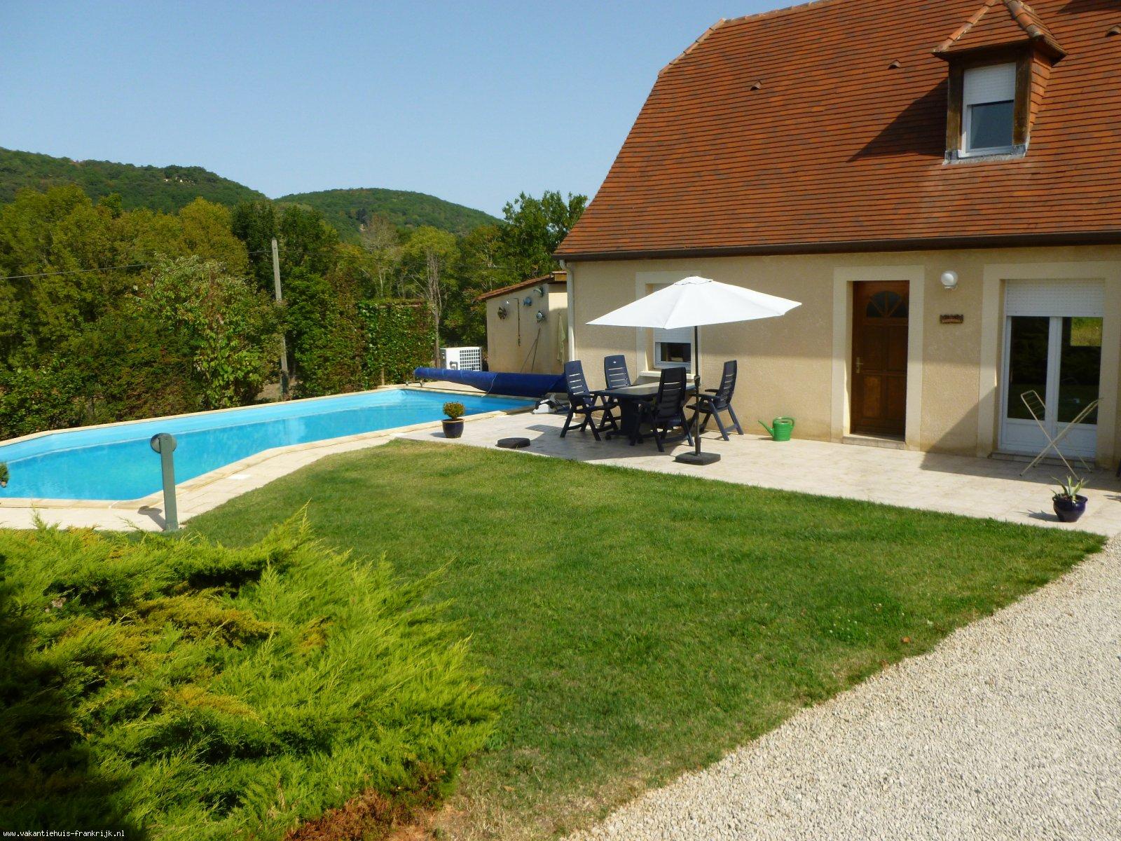 Vakantiehuis: LUXE 6-P VAKANTIEHUIS MET GROOT ZWEMBAD te huur voor uw vakantie in Dordogne (Frankrijk)