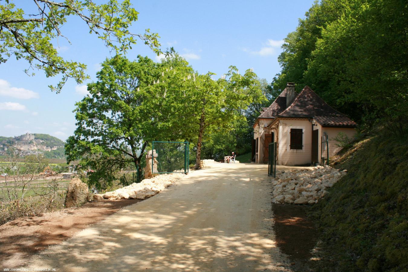 Vakantiehuis: Vakantiewoning met uniek uitzicht op chateau BEYNAC! Gelegen aan Rivier de DORDOGNE, tussen chateau - Milandes, Fayrac en Castelnaud. te huur voor uw vakantie in Dordogne (Frankrijk)
