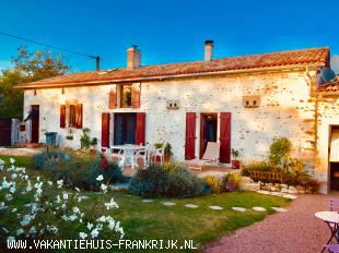 Vakantiehuis: Excellent House Gite for 14 persons with Private Pool and Beautiful Views