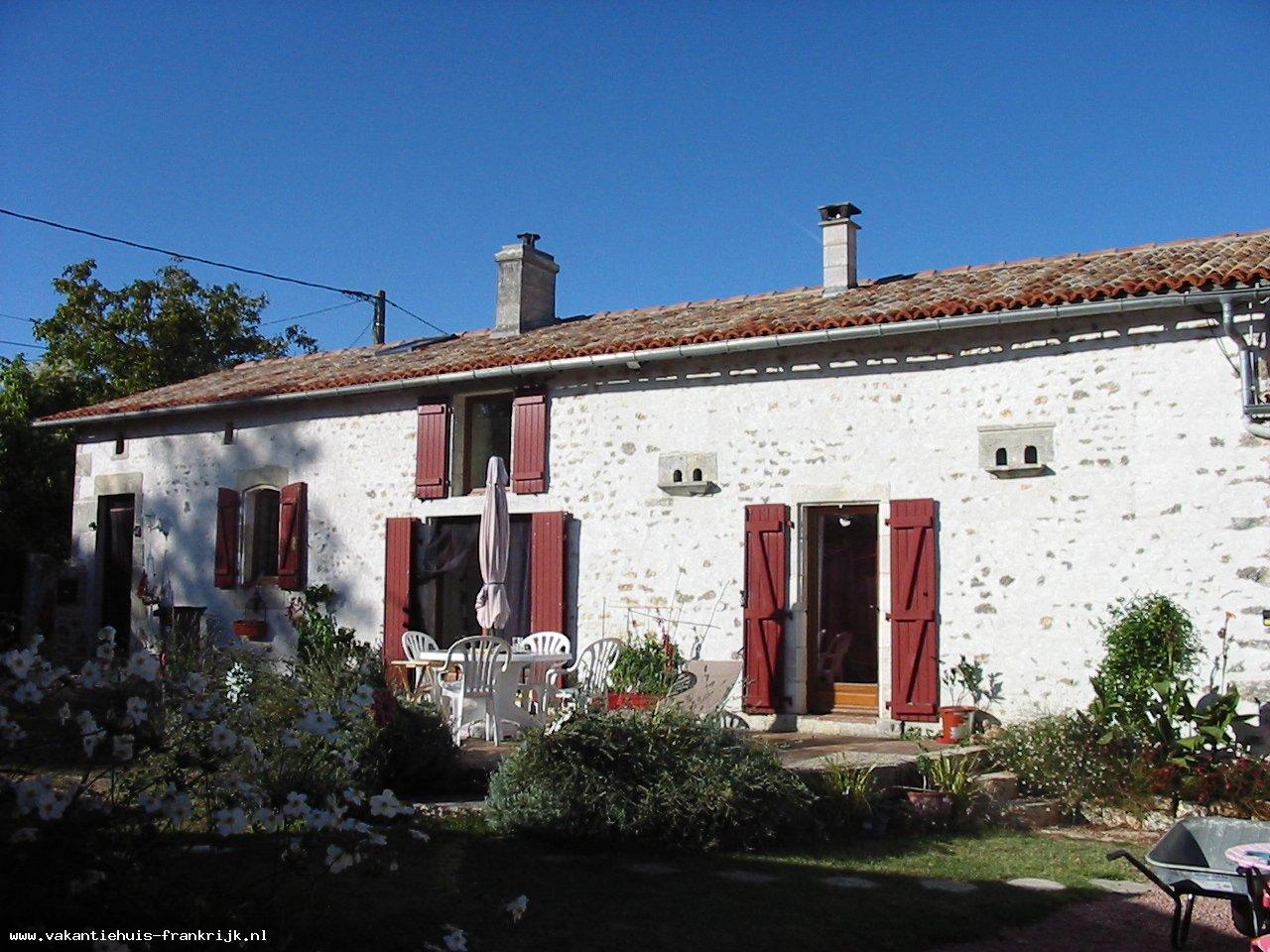 Vakantiehuis: Geweldige gite voor 14 personen met privé zwembad en prachtig uitzicht te huur voor uw vakantie in Charente Maritime (Frankrijk)