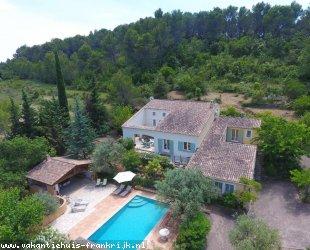 Vakantiehuis: Domaine de Saint Louis een unieke luxe Bastide met privé zwembad gelegen midden op haar eigen wijngaard dichtbij Carces.