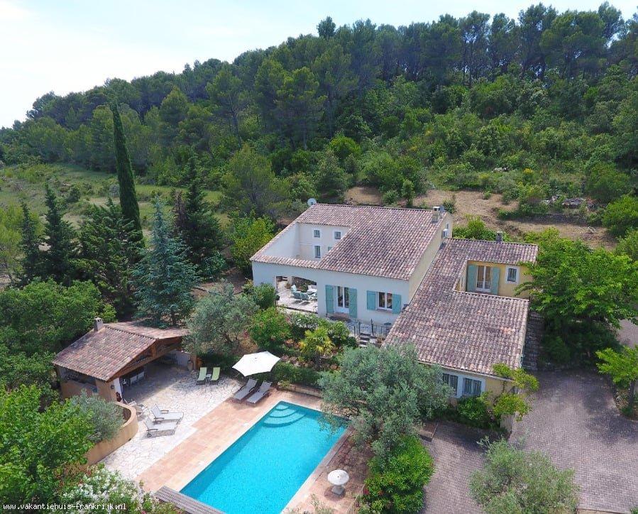 Vakantiehuis: Bastide Saint Esprit Is een prachtig landhuis met groot verwarmd privézwembad en studio gelegen in de heuvels tussen Draguignan en Flayosc. te huur voor uw vakantie in Var (Frankrijk)