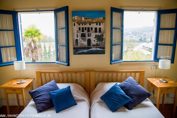 Holiday rental: SECLUDED CHARMING SMALL HOUSE FOR 2 PEOPLE IN BEAUTIFUL LARGE SOUTH-FACING TERRACED GARDEN for your holidays in Aude (France)