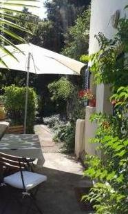 SECLUDED CHARMING SMALL HOUSE FOR 2 PEOPLE IN BEAUTIFUL LARGE SOUTH-FACING TERRACED GARDEN