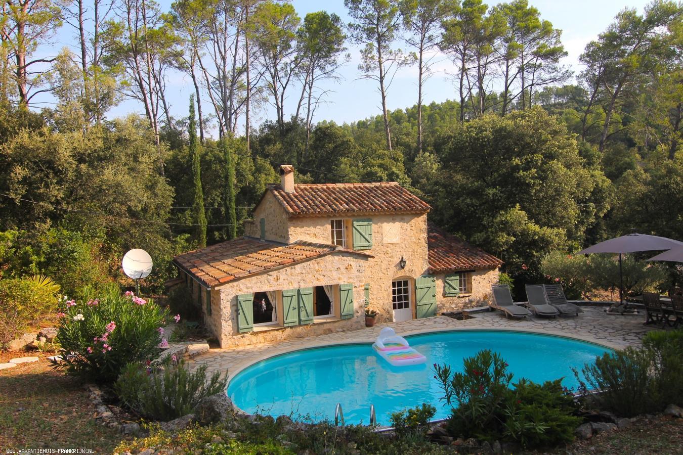 Vakantiehuis: Flexibel te boeken: L'Estello dou Pastre, een cottage-stijl 6-persoons huis met privé zwembad en absolute privacy te huur voor uw vakantie in Var (Frankrijk)
