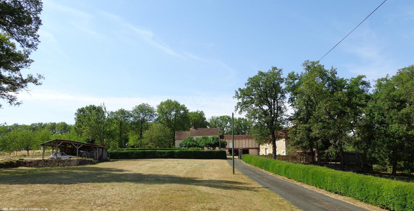 Vakantiehuis: Rustig gelegen 4 persoons vakantiehuis nabij beroemde bezienswaardigheden te huur voor uw vakantie in Dordogne (Frankrijk)