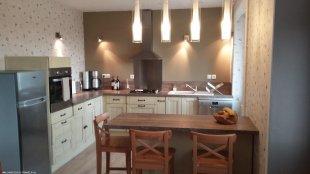 woonkeuken De ruime keuken met o.a. vaatwasser, oven, koel-vriescombinatie
