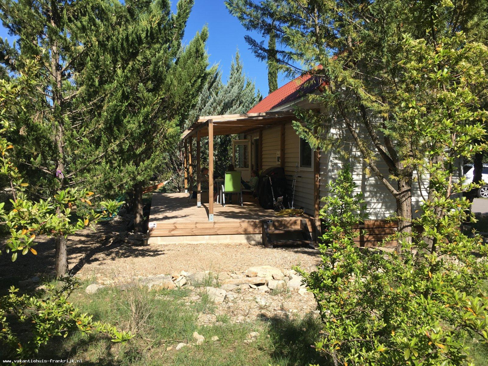 Vakantiehuis: Comfortabel luxe (nieuw) chalet met airco en heerlijke tuin op een (Nederlands) vakantiepark in Zuid-Frankrijk te huur voor uw vakantie in Herault (Frankrijk)