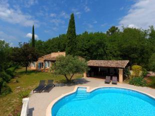 Vakantiehuis: Villa la Gardete is een mooie 10-persoonsvilla met privé zwembad en een schitterend zicht op het Provençaalse dorpje Flayosc. te huur in Var (Frankrijk)