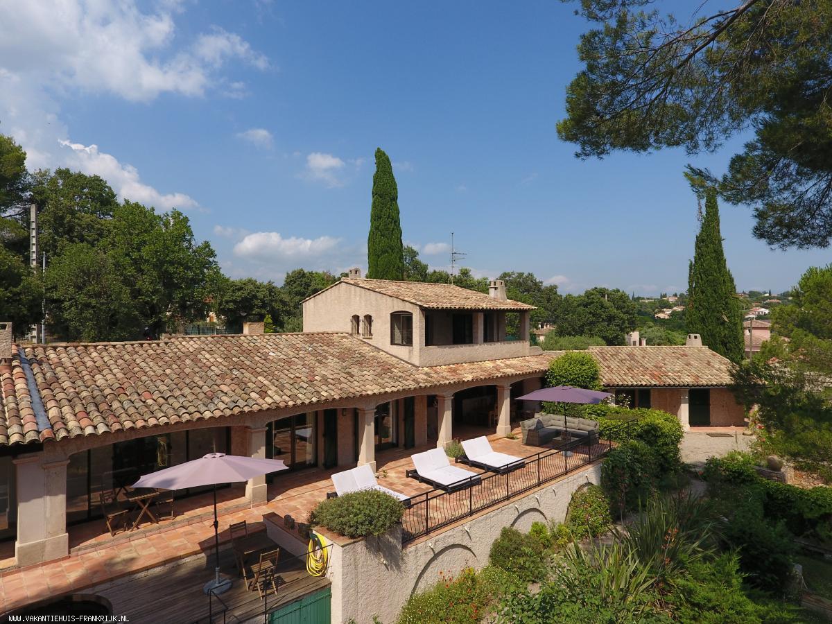 Vakantiehuis: Villa Font du Roux  is een ruime 8-10 persoons villa met binnen een sauna en een groot verwarmd privézwembad en buiten een jacuzzi te huur voor uw vakantie in Var (Frankrijk)