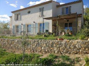 Vakantiehuis: Sfeervol vakantiehuis met privézwembad voor 8 personen in hartje Provence
